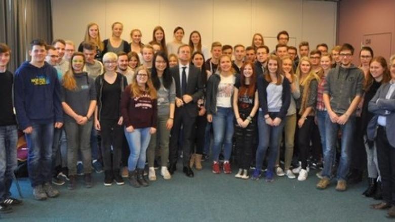 """""""UN im Klassenzimmer"""": Abiturjahrgang simuliert Sitzung des UN-Sicherheitsrates"""
