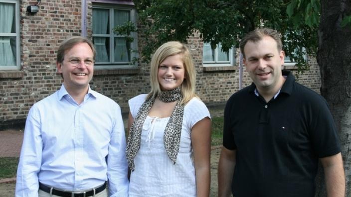 Julia Wolff berichtete ihrem Paten, dem Bundestagsabgeordneten Thomas Rachel (links), und ihrem Philosophielehrer Thomas Floßdorf von ihrer Zeit in den USA.