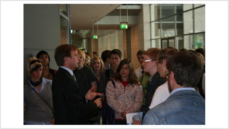 Schülerinnen und Schüler des Stiftischen Gymnasiums diskutieren mit mir über aktuelle Themen