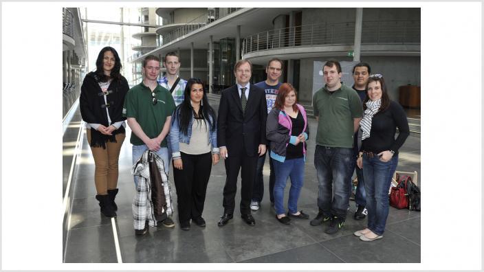 Jugendliche vom Sozialwerk Dürener Christen besuchten Thomas Rachel MdB im Bundestag